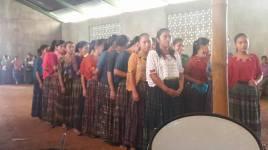 Estudiantes ensayando para la consulta comunitaria